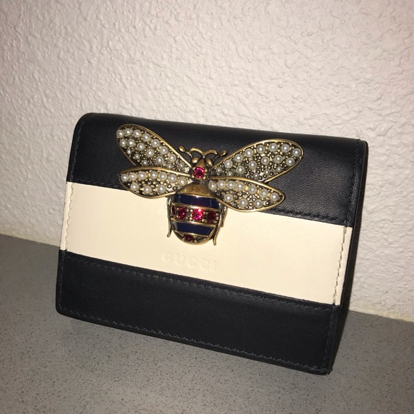 fa8f6ef2b55 Gucci Handbags - Authentic gucci Bee 🐝 wallet clutch case bag